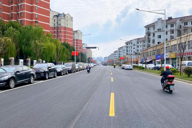 江溪城管推進店招外立面出新 街區面貌改善顏值大增