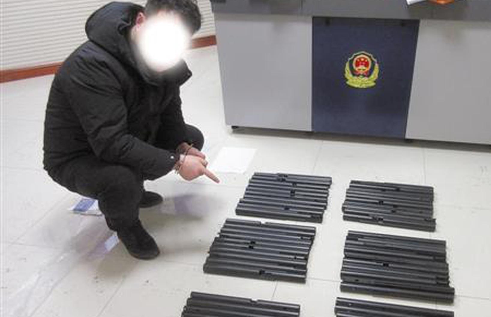 快递包裹藏近千颗铅弹 牵出两个涉枪团伙