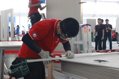 徐紫龙是无锡汽车工程职校建筑系1408班的学生