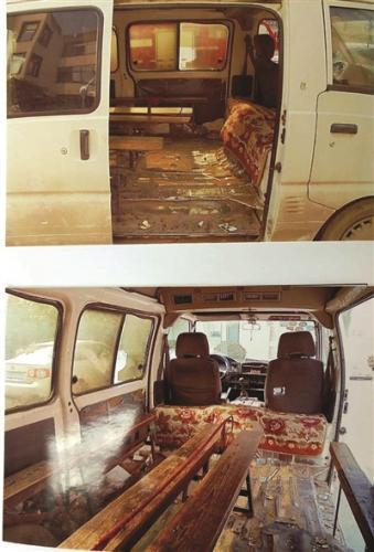 面包车内放置了多条板凳。警方供图