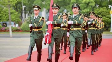 无锡举行解放70周年升国旗仪式