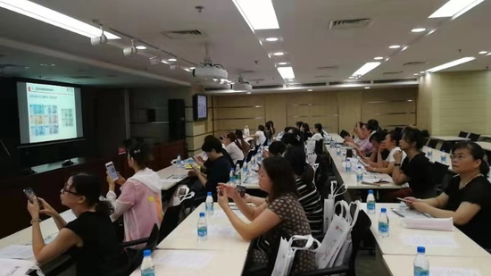 中信银行无锡分行积极推进新版人民币发行宣传工作