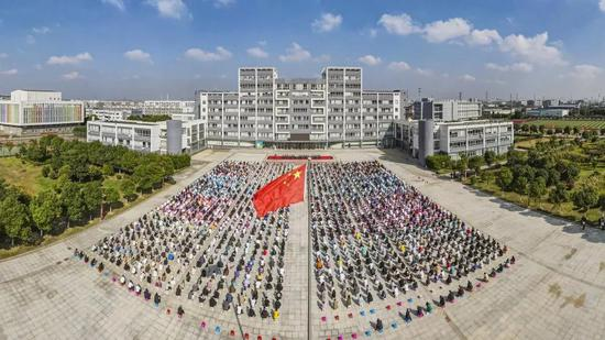 江南影视艺术职业学院隆重举行2020级新生开学典礼
