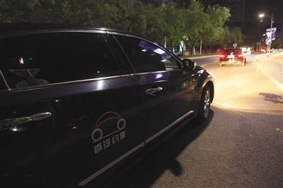 2016年10月8日,朝阳区百子湾一辆首汽约车运营车辆在路上行驶。资料图片/新京报记者 王贵彬 摄