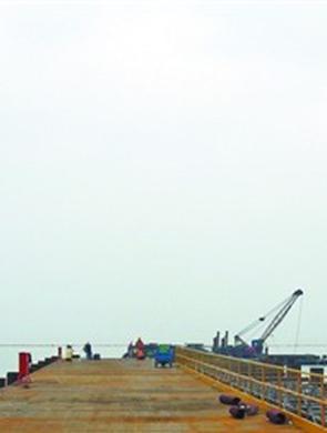 马山段首个围堰和引桥建成