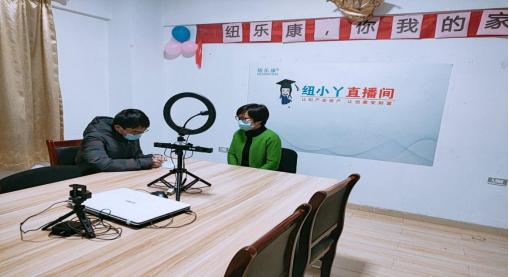 团队成员采访直播带货主播