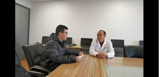 团队成员采访无锡第一批援鄂医疗队队长