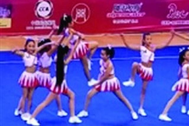 """2017中国青少年啦啦操精英赛 """"魅力女孩""""啦啦操队荣获冠军"""