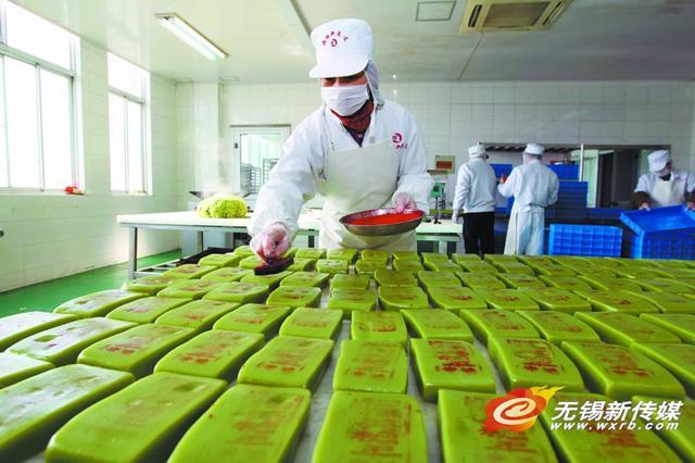 """""""穆桂英""""手工年糕进入生产高峰期 以满足节日市场的需求"""