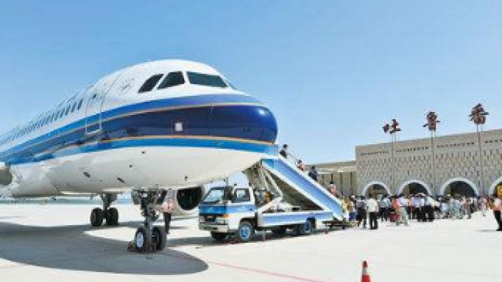 吐鲁番机场为备降航班患者开通绿色通道