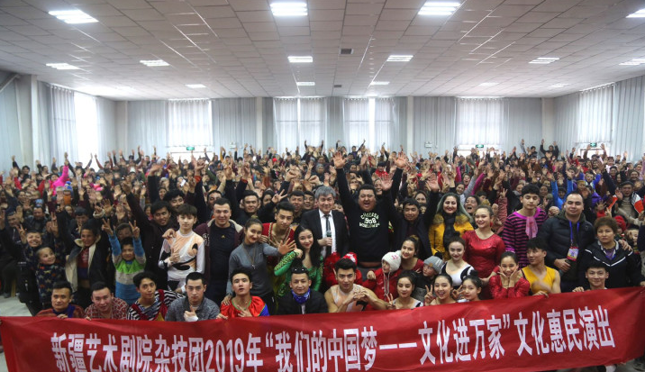 新疆杂技青少年们的新年成绩单:25天104场演出
