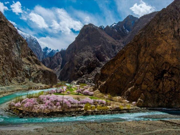 出发!目的地:塔什库尔干县的杏花沟