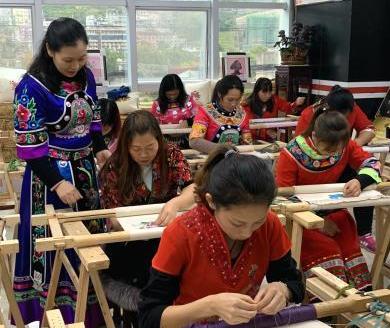 人大代表呼吁设立手工刺绣研究院所!