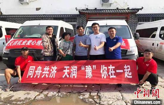 新疆兵团第十二师向河南捐赠救灾物资
