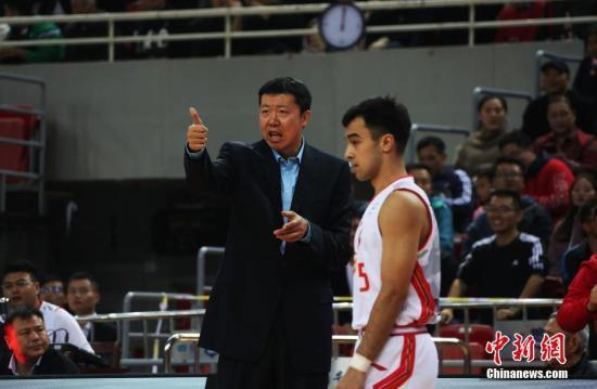 资料图:王治郅率队取得赛季第五胜。中新社记者 刘占昆 摄