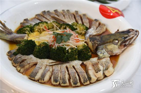 2019年1月22日下午,布尔津县美食推介会上,令人垂涎欲滴的美食。