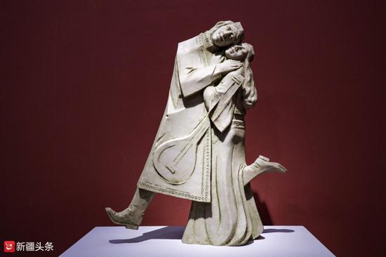 雕塑作品:《融——爱》