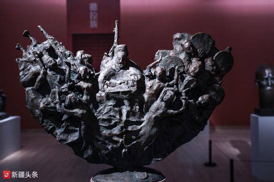 雕塑作品:《十二木卡姆》