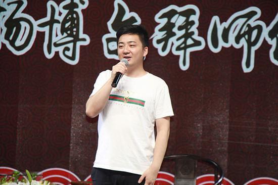 兰凤剧社社长刘冰先生现场献艺表演