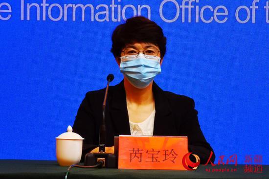 乌鲁木齐市疾控中心主任芮宝玲介绍情况。马亮 摄