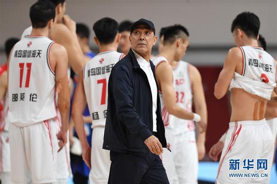 篮球——CBA第一阶段黑色上:新疆伊力特不敌青岛国信海天