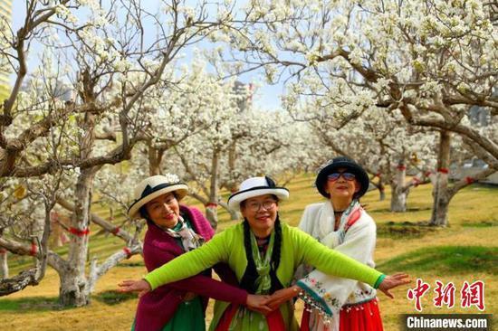 清明节期间新疆兵团接待游客量同比增226.65%