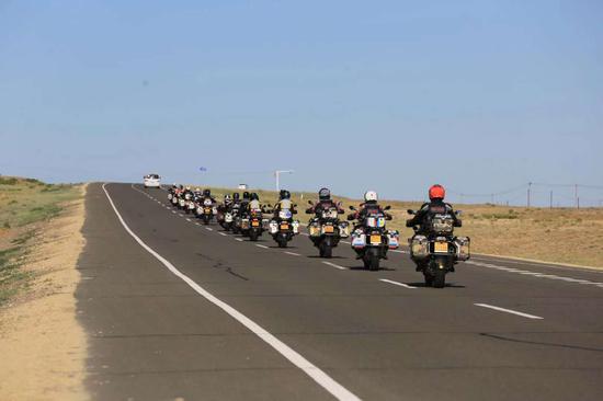 新疆阿勒泰地区优质旅游服务试水小长假