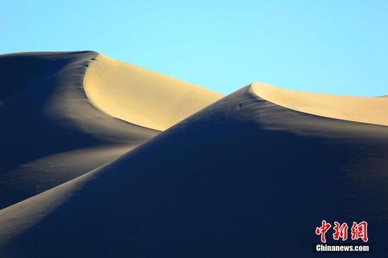 俯瞰新疆托克逊县库米什沙山