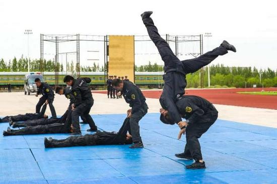 新疆铁警:赛场竞技练精兵