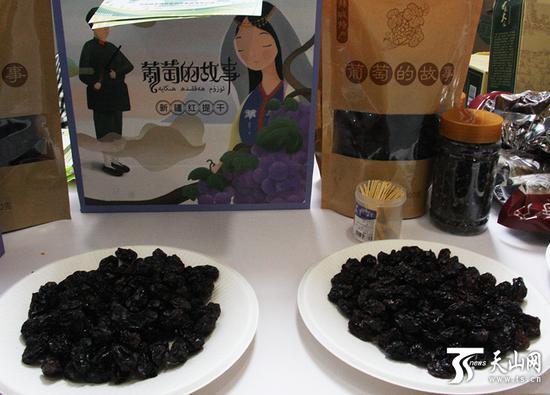 新疆农产品北京交易会上展示的红提葡萄。
