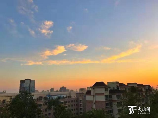 8月14日早晨,乌鲁木齐天气晴好。