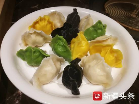 这是乌市最近三年出现的彩色饺子。