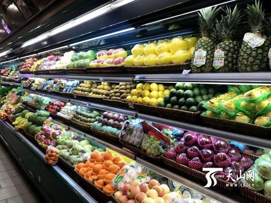 乌鲁木齐市友好超市和平北路店的新鲜水果。