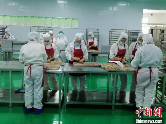 """新疆月饼馕走俏疆内外 """"团圆""""和美味都不能少"""