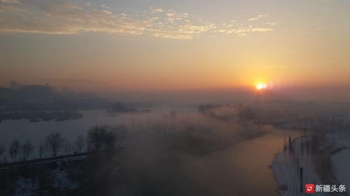 夕阳之下,冬日伊犁河美成一幅画。(刘秀峰 孙乐 供图)