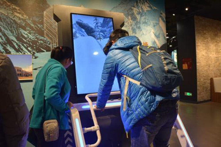 体验模拟滑雪