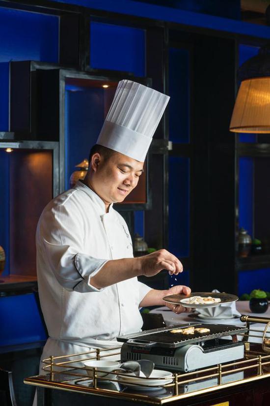 赏味佳期 成都富力丽思卡尔顿酒店丽轩中餐厅推出松茸盛宴