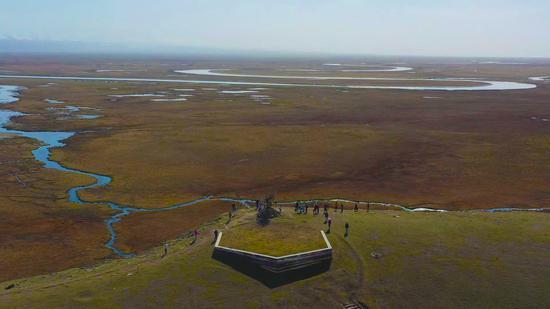 新疆巴州巴音布鲁克草原迎来旅游季