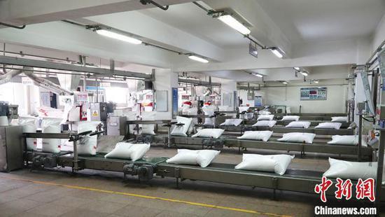 塔里木石化分公司尿素包装线。 刘杨 摄
