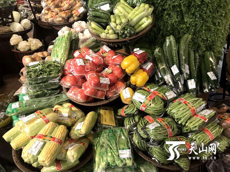乌鲁木齐市友好超市和平北路店的新鲜蔬菜。