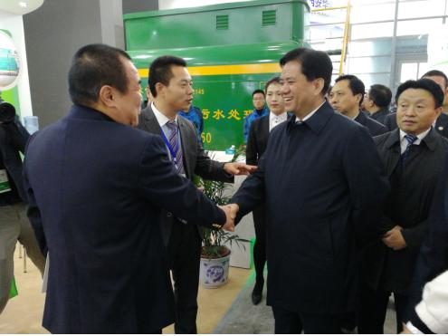 时任陕西省副省长张道宏莅临东日环保展位指导