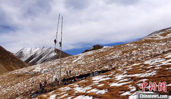 国网新疆电力助力帕米尔高原农牧民早日用上长明电