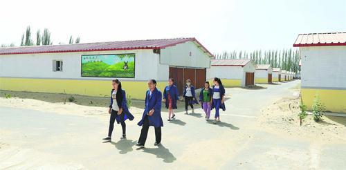 在普恰克其乡喀萨夏合勒克村,龙头企业已建成育肥兔舍14栋,入舍种兔11万余只(6月7日摄)。