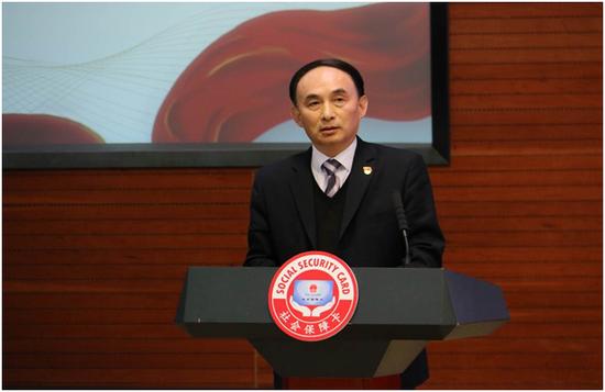 平安集团党委书记、副总经理陈克祥代表互联网科技企业发言