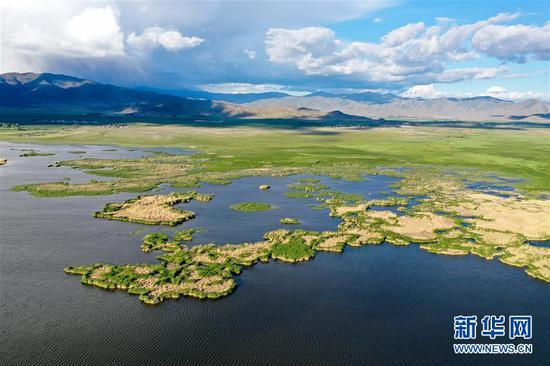 这是6月7日拍摄的新疆可可托海世界地质公园可可苏里景区(无人机照片)。新华社记者 丁磊 摄