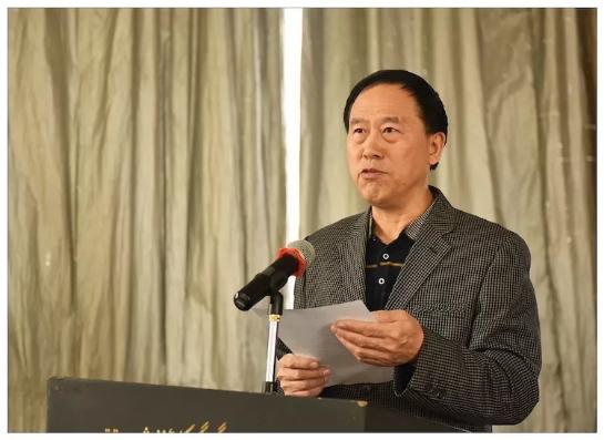 副会长 李新平宣读中华诗词学会发来的贺信