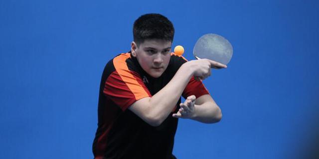 斯洛文尼亚16岁小将Ethan,在1/4决赛中被戴苏川淘汰