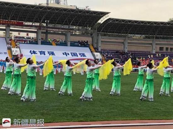 乌鲁木齐市健身秧歌协会所展示的《第五套健身秧歌》