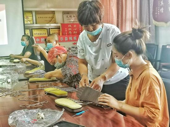 吉木萨尔县残联举办手工编织培训班助力残疾人增收出实招