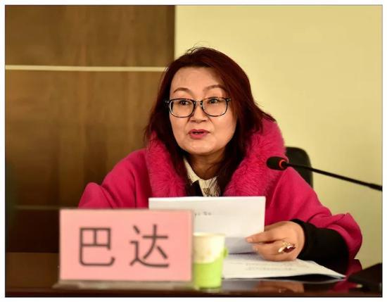 自治区社科联学会部调研员巴达同志致辞